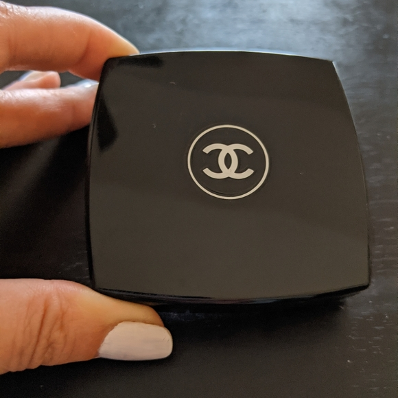 Chanel blush container